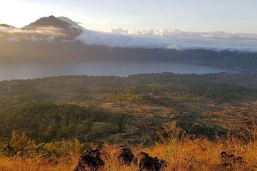 Beklim de mount Batur vulkaan op Bali Indonesië