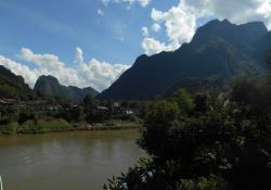 Tuben en outdoor sports in de mooie natuur in Vang Vieng