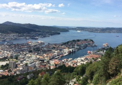 Bergen gelegen in de prachtige fjorden van Noorwegen